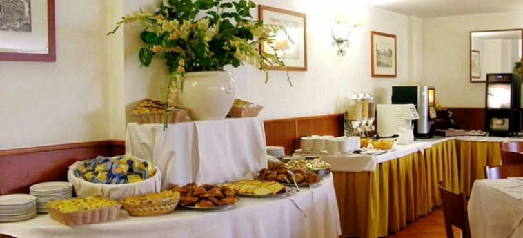 Warmth Hotel Roma: Buffet ROM