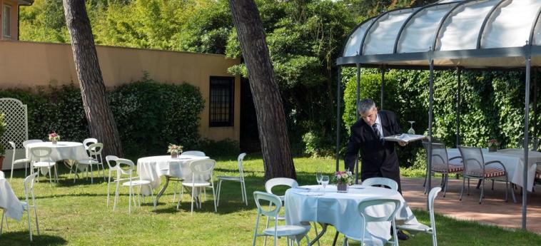 Hotel Cristoforo Colombo: Zona de banquetes el aire libre ROMA