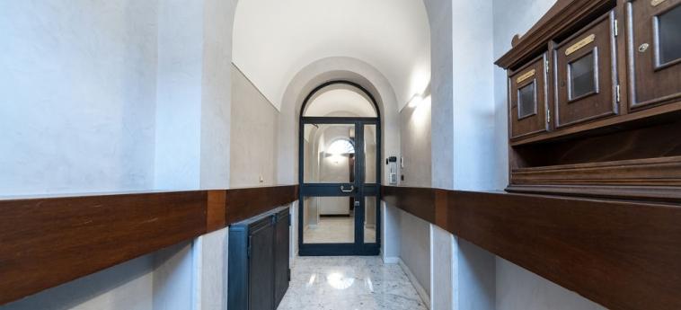 Hotel La Dolce Vita Barberini: Ingresso interno ROMA
