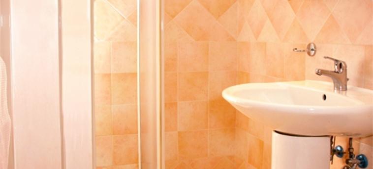 Hotel Tre Stelle: Cuarto de Baño ROMA