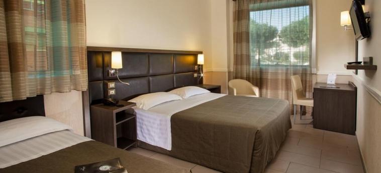 Hotel Artis: Habitación ROMA