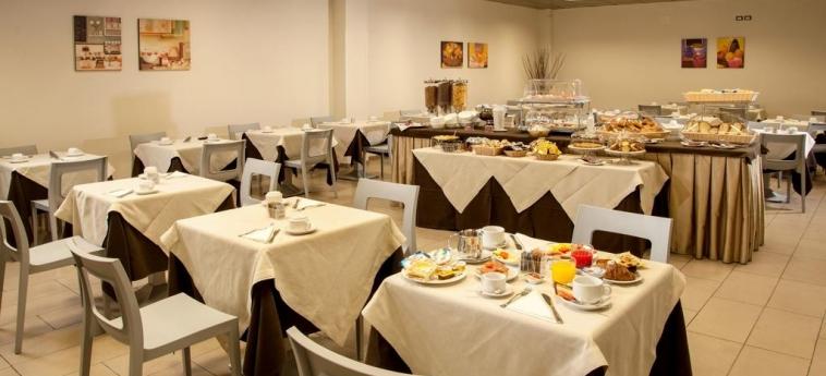 Hotel Artis: Sala de Desayuno ROMA