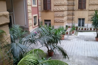 B&b Casa Di Silvia: Courtyard ROME