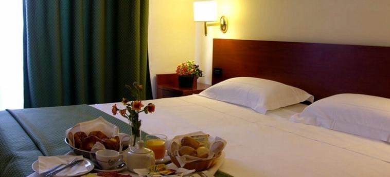 Warmth Hotel Roma: Chambre - Detail ROME