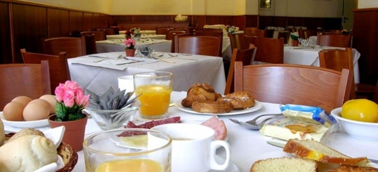 Warmth Hotel Roma: Petit Déjeuner ROME
