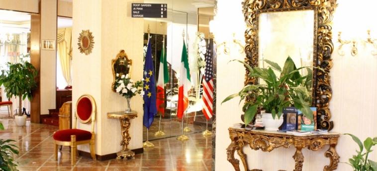 Grand Hotel Hermitage: Entrance ROME