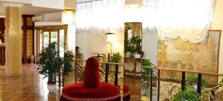 Grand Hotel Hermitage: Hall ROME