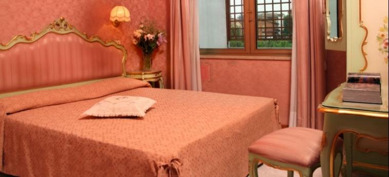 Hotel Romulus: Bedroom ROME
