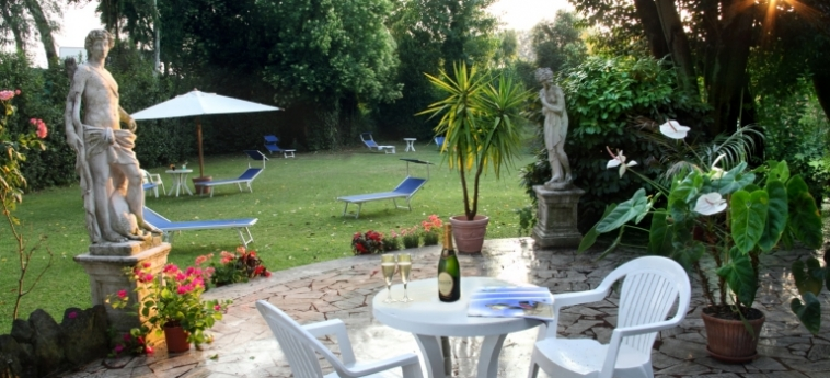 Hotel Romulus: Garden ROME