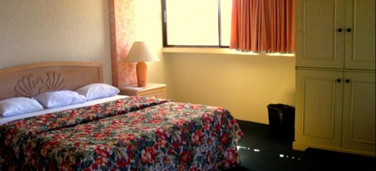 Hotel Corona Plaza: Véranda ROSARITO - BAJA CALIFORNIA