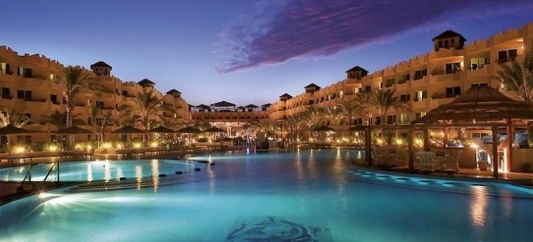 Hotel Amwaj Blue Beach Resort & Spa: Parkplatz SAFAGA