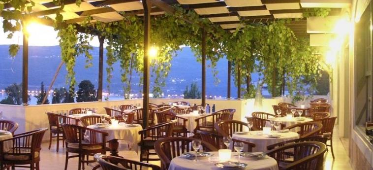Hotel Ino Village: Außen Restaurant SAMOS