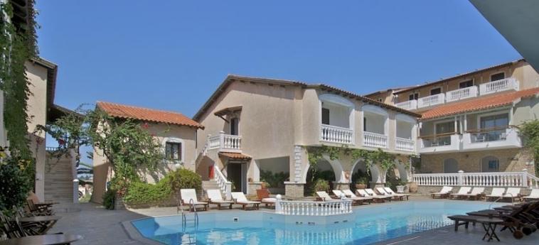 Hotel Ino Village: Außenschwimmbad SAMOS