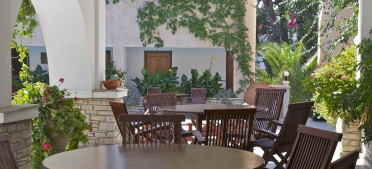 Hotel Ino Village: Veranda SAMOS