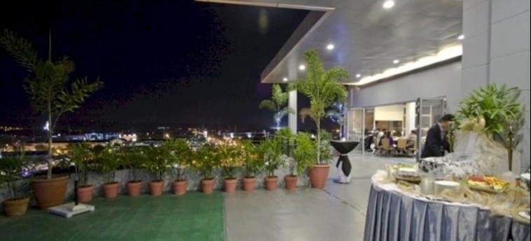 Paseo Premiere Hotel: Night Club SANTA ROSA
