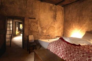 Sextantio Albergo Diffuso: Bedroom SANTO STEFANO DI SESSANIO - L'AQUILA