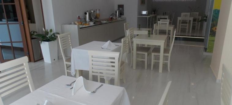 Hotel Vila Kalcuni: Salle de Petit Déjeuner SARANDA