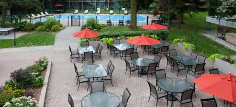 Hotel Holiday Inn & Conference Centre: Giardino SARNIA - ONTARIO