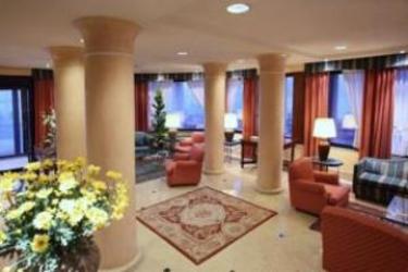 Hotel Cyrano: Parking SARONNO - VARESE