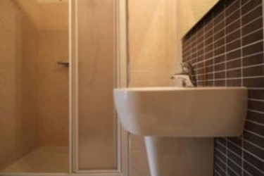 Hotel Firenze: Bungalow SARONNO - VARESE