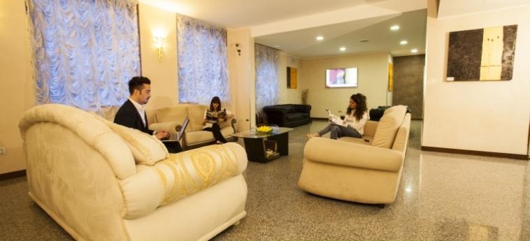 Hotel Concorde: Lobby SARONNO - VARESE