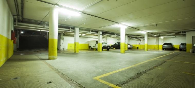 Hotel Concorde: Parking SARONNO - VARESE
