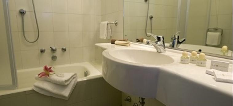Hotel Concorde: Salle de Bains SARONNO - VARESE