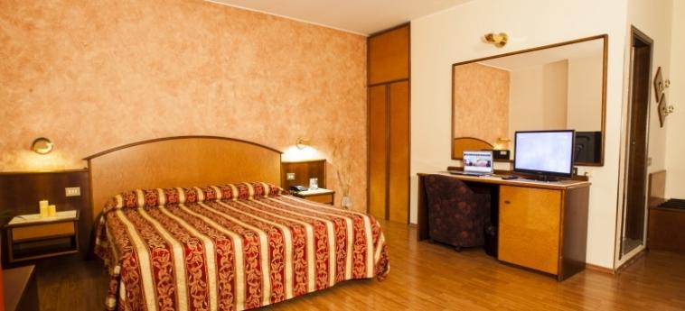 Hotel Concorde: Bedroom SARONNO - VARESE