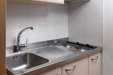 Hotel Residence Antares: Cocina pequeña en la habitacion SELVA DI VAL GARDENA - BOLZANO