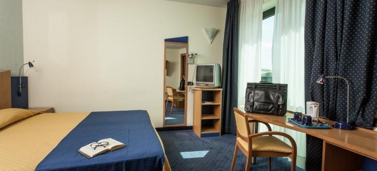 Hotel Mastai: Schlafzimmer SENIGALLIA - ANCONA