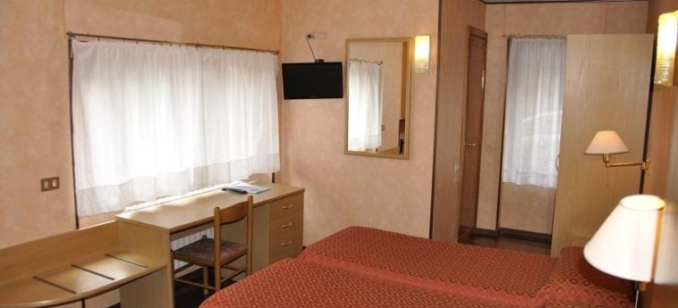 Hotel Sud-Ovest: Doppelzimmer SESTRIERE - TORINO