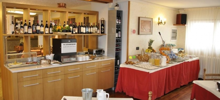 Hotel Sud-Ovest: Frühstücksraum SESTRIERE - TORINO