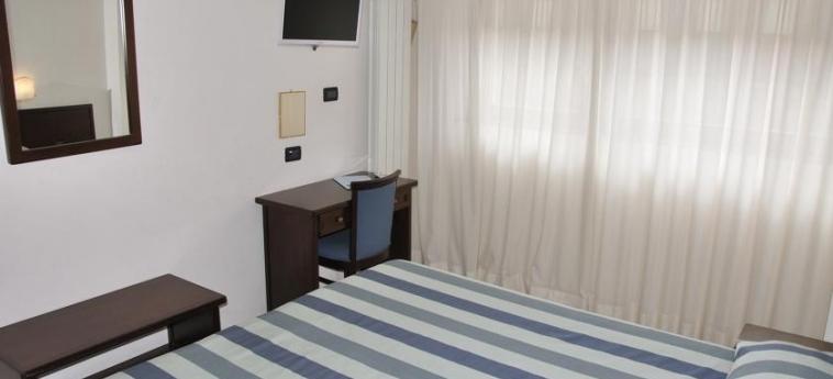 Hotel Sud-Ovest: Schlafzimmer SESTRIERE - TORINO