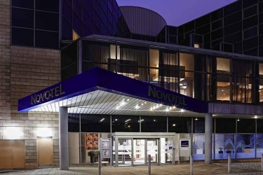 Hotel Novotel Sheffield Centre: Frente Hotel – Tarde / Noche SHEFFIELD