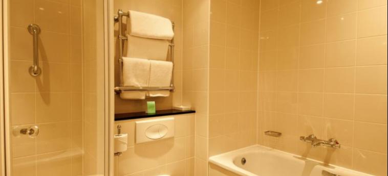 Mercure Sheffield St Paul's Hotel And Spa: Bathroom SHEFFIELD
