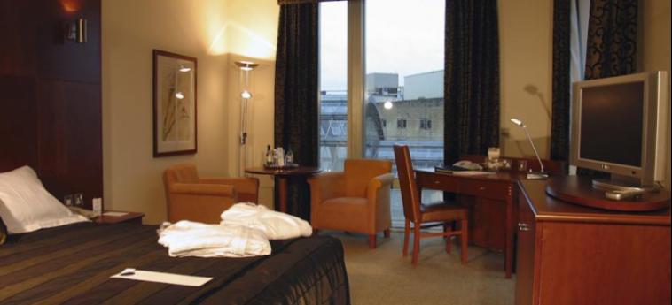 Mercure Sheffield St Paul's Hotel And Spa: Bedroom SHEFFIELD