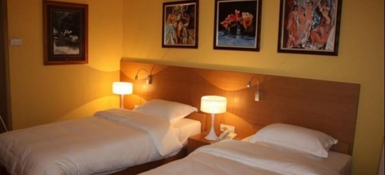 Hotel Colosseo: Chambre jumeau SHKODËR