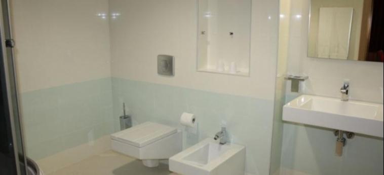 Hotel Colosseo: Bathroom SHKODËR