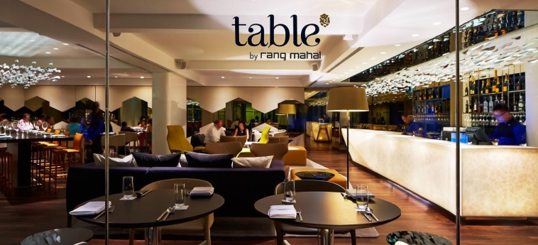 Hotel Naumi: Restaurant SINGAPORE