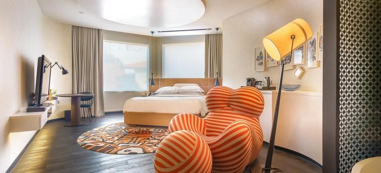 Hotel Naumi: Hotel Innenraum SINGAPUR