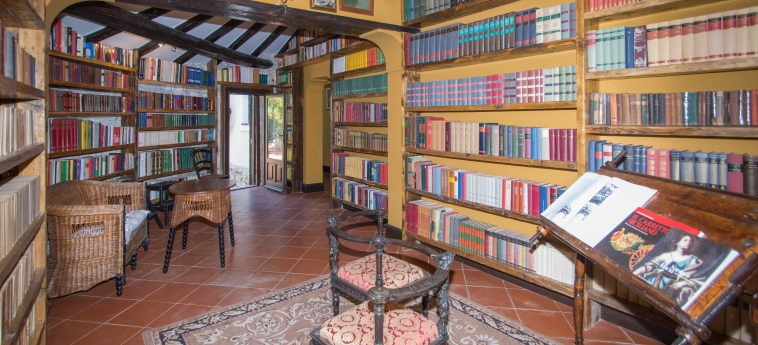 Agriturismo Papyrus: Library SIRACUSA
