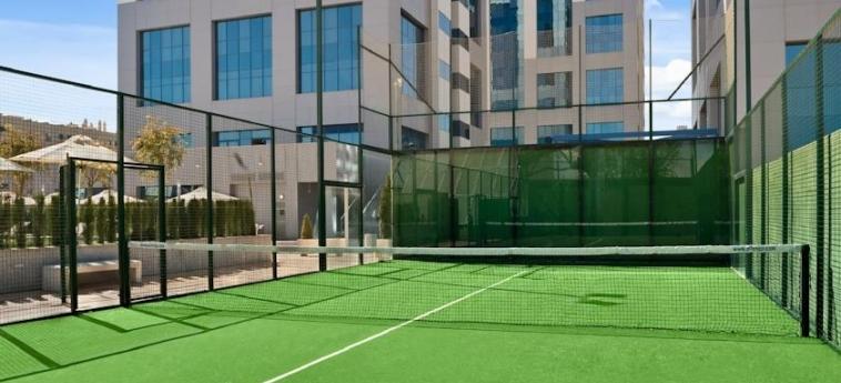 Hotel Hilton Garden Inn Sevilla: Campo da Tennis SIVIGLIA