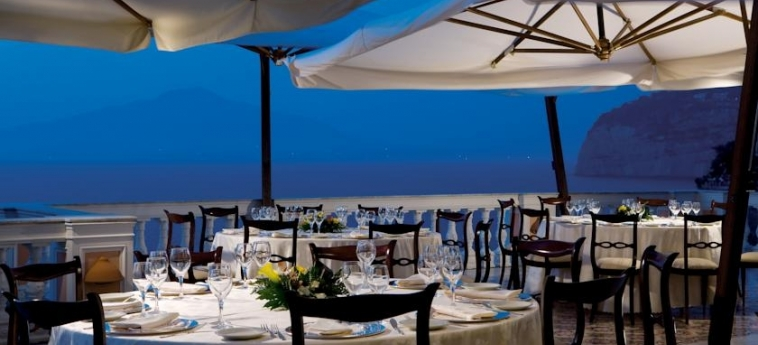 Hotel Parco Dei Principi: Outdoor Restaurant SORRENTO AREA - NAPOLI