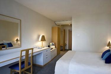 Hotel Novotel: Guest Room STEVENAGE