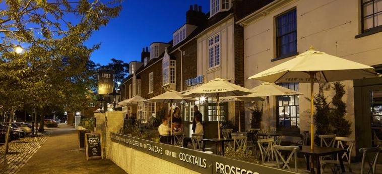 Cromwell Hotel Stevenage: Bar Exterior STEVENAGE
