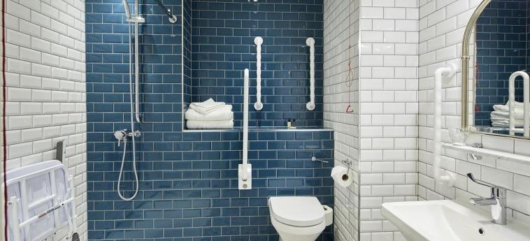 Cromwell Hotel Stevenage: Bathroom STEVENAGE