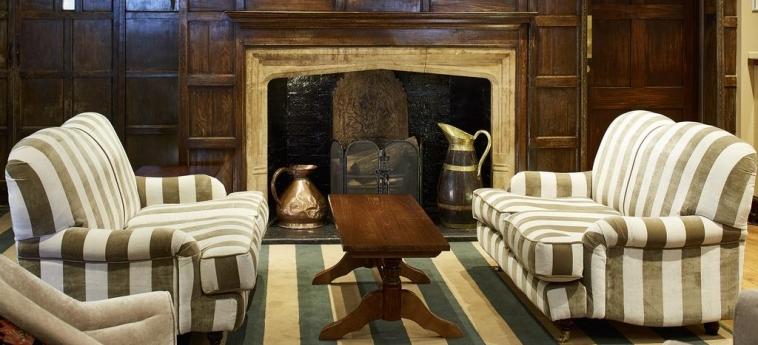 Cromwell Hotel Stevenage: Fireplace STEVENAGE