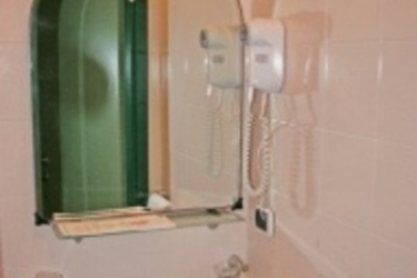 Hotel Posta: Bathroom SYRACUSE