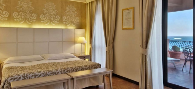 Baia Taormina - Hotel & Emotions: Chambre junior Suite  TAORMINA - MESSINA