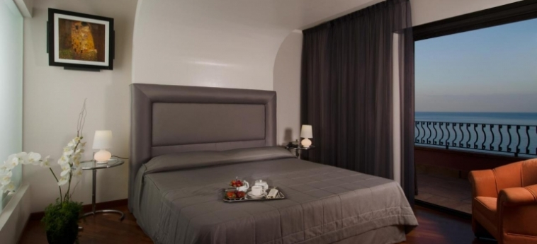 Baia Taormina - Hotel & Emotions: Chambre Suite TAORMINA - MESSINA